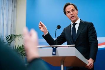 Pays-Bas Démission du gouvernement à la suite d'un scandale administratif)