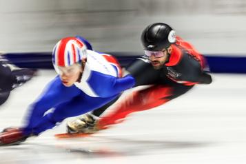 Mondiaux de patinage de vitesse courte piste Charles Hamelin accède à la finale du 1500m)