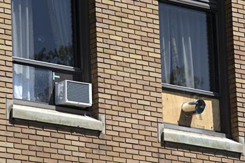 Climatisation: Québec a tardé à agir, dénonce l'opposition )