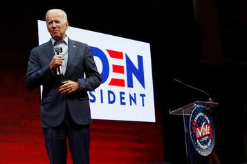 Biden s'accroche au sommet de la primaire démocrate