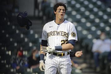 Brewers de Milwaukee Christian Yelich toujours ennuyé par des douleurs au dos)