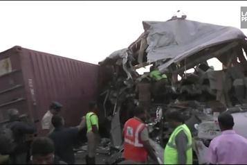 Plusieurs morts en Inde dans la collision d'un bus et d'un camion