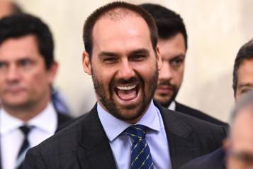 Un fils de Bolsonaro positif à la COVID-19 après l'assemblée de l'ONU)