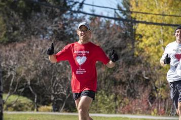 Estrie Un ultramarathonien de retour au bercail après 422km de course)