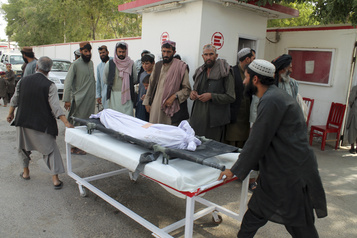 Afghanistan: explosions dans un marché, 23 civils tués)