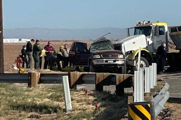 25 personnes à bord Treize morts dans une collision entre un VUS et un camion en Californie)