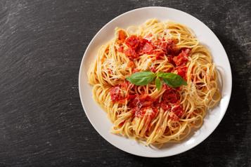 Pâtes fraîches à la sauce tomate, par Elena Faita)