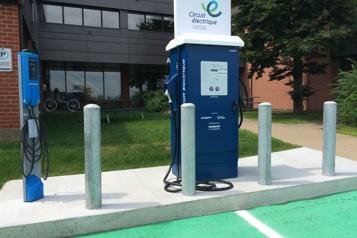 Véhicules électriques 215 bornes de recharges rapides supplémentaires au Québec)