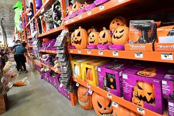 Le spectre de la COVID-19 plane sur les festivités d'Halloween)
