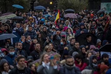 COVID-19 en Espagne Des milliers de manifestants à Madrid contre les restrictions )