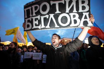 Un millier de manifestants contre la fraude électorale à Saint-Pétersbourg