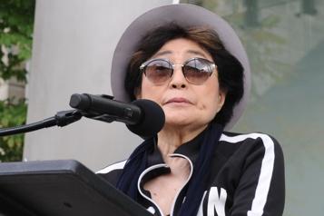 Yoko Ono rend hommage à John Lennon)