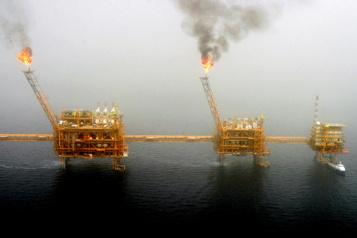 Repli du pétrole après la hausse des réserves américaines d'essence)