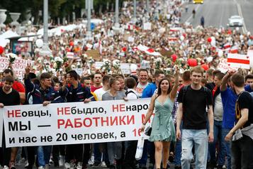Biélorussie: débrayages dans les usines et manifestations ouvrières)