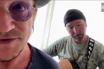 Bono et The Edge rendent hommage à leur équipe de tournée)