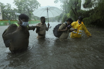 Le cyclone Tauktae frappe une Inde fragilisée par la COVID-19)