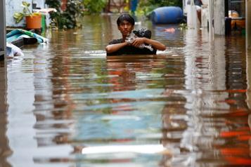 Indonésie Jakarta paralysée par des inondations  )
