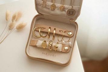 Une valise à bijoux