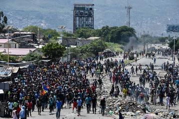 Nouvelles manifestations violentes en Haïti, un commissariat pris pour cible