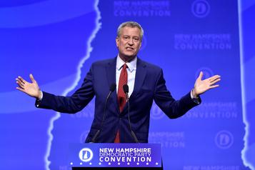 Primaires démocrates: le maire de New York Bill de Blasio jette l'éponge