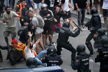 Charges policières contre des manifestants indépendantistes àBarcelone