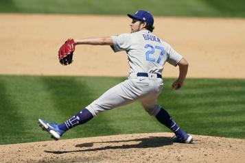 Allégations d'usage de substances interdites Le Baseball majeur va étudier des balles lancées par Trevor Bauer)