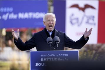 Biden et Trump courtisent les électeurs du Midwest à quatre jours de la présidentielle)