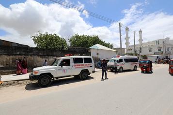 Somalie: au moins sept morts dans l'explosion d'une voiture piégée à Mogadiscio)