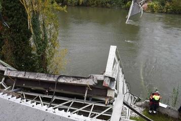 Effondrement d'un pont en France: le camion était trop lourd