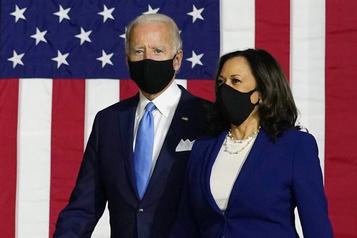 «Soyez patriotes»: le port du masque repasse au cœur du duel Biden-Trump)