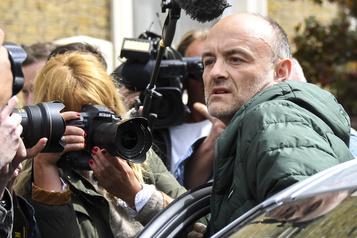 Johnson maintient son conseiller accusé d'avoir enfreint le confinement)