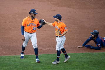 Les Astros éliminent les Twins en deux matchs)