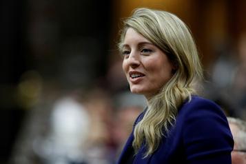 Le gouvernement veut promouvoir le tourisme au Canada)