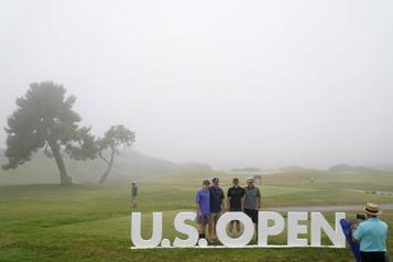 Le brouillard retarde l'Omnium des États-Unis)