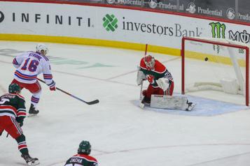Un doublé de Ryan Strome alimente un gain des Rangers)