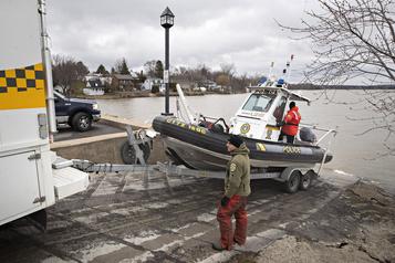 Pêcheurs disparus dans les Laurentides La SQ reprend les recherches à Saint-Placide)