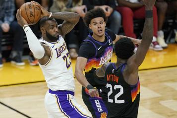 Le premier match va aux Suns contre les Lakers)