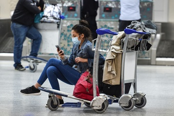 Des milliers de touristes coincés en Tunisie)