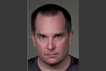 Un entraîneur de baseball et de hockey accusé d'avoir agressé un garçon)
