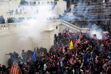 Assaut du Capitole Des policiers décrivent avec émotion une attaque «terroriste» )