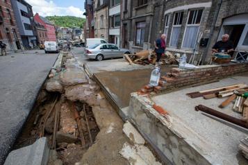 Belgique Déblayage et désolation après un torrent de boue)
