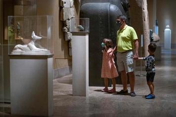 Les New-Yorkais fêtent la réouverture du Metropolitan Museum)