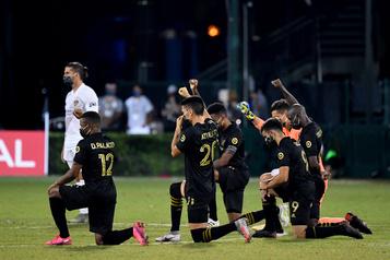 MLS : des joueurs hués au Texas pour s'être agenouillés durant l'hymne américain)