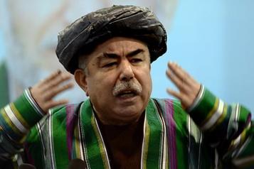Afghanistan Un célèbre chef de guerre rentre au pays, pour combattre les talibans)