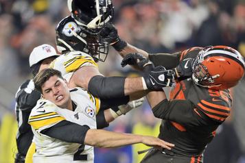 Les Browns battent les Steelers dans le chaos