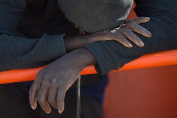 Irlande: 16 migrants découverts enfermés dans une remorque