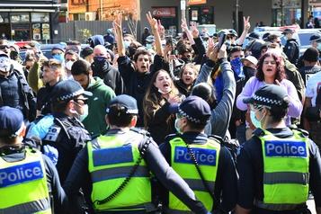 Melbourne: plus de 70 manifestants opposés aux restrictions sanitaires arrêtés)