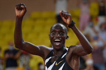 Athlétisme: L'Ougandais Joshua Cheptegei bat le record du monde du 5000m )