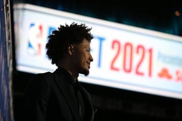 Repêchage de la NBA Cade Cunningham choisi au premier rang, Toronto sélectionne Scottie Barnes)