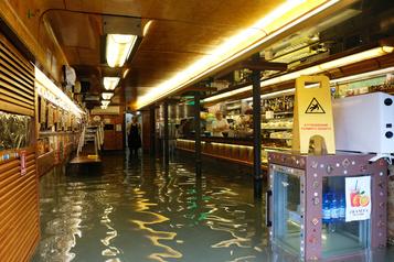 Inondations en Italie: léger répit pour Venise, Florence et Pise en alerte